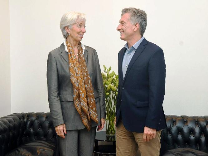La letra chica del acuerdo con el FMI y el dólar que busca el Central
