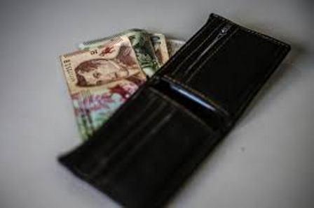 El salario real cayo 5,3% en seis meses